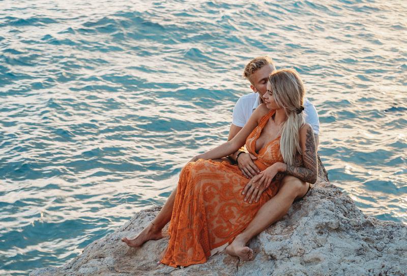 storytelling images, Aruba, reclamation dress, love, couple photography, traveling photographer, mangel halto